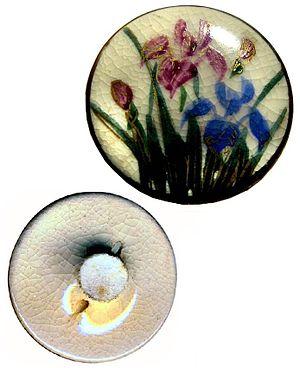 English: Satsuma iris button (self-shanked), s...