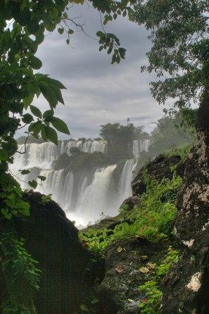 La película saca partido, gracias a la magnífica fotografía, de la localización en medio de las selvas tropicales de Sudamérica junto al río Paraná.