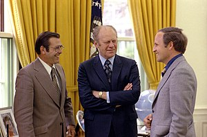 English: President Gerald Ford (center) meets ...