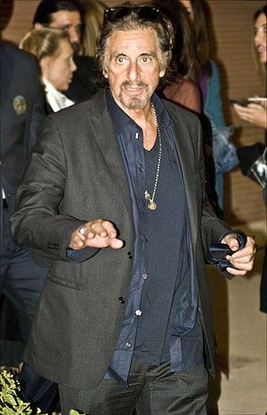 Alfredo James Pacino all'uscita dal backstage ...