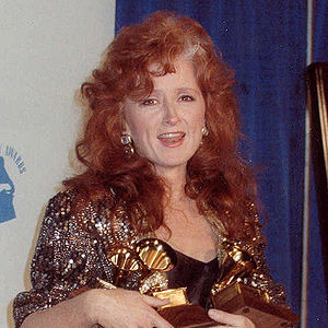 Bonnie Raitt at 1990 Grammy awards. Crop of Im...