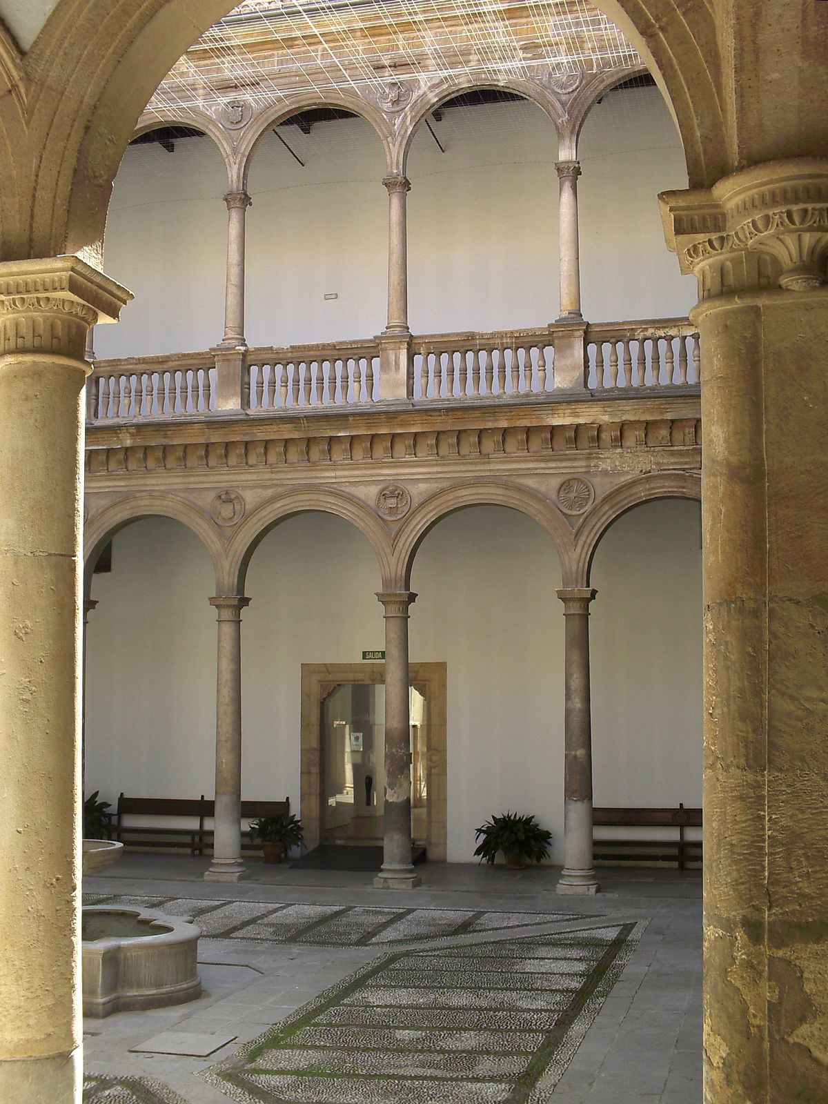 Patio De La Capilla Hospital Real De Granada Wikipedia
