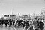 Transparent gegen ein KPD-Verbot auf einer Demonstration der Leipziger Eisen- und Stahlwerke (1952)