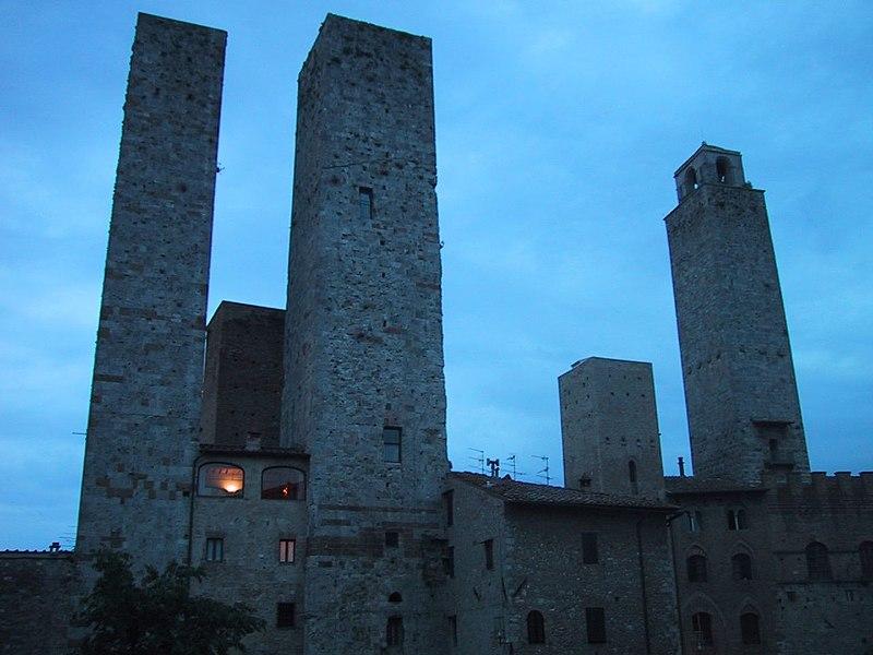 https://i2.wp.com/upload.wikimedia.org/wikipedia/commons/thumb/3/3b/San_Gimignano-Towers.jpg/800px-San_Gimignano-Towers.jpg