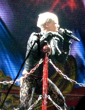 "English: P!nk performing ""So What"""