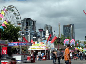 English: The Calgary Stampede midway, with dow...