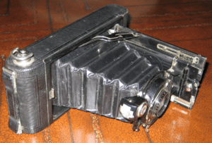 English: 1921 Kodak Vest Pocket Kodak camera (...