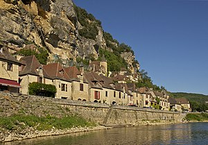 La Roque-Gageac is a small city in the Dordogn...
