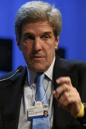 DAVOS/SWITZERLAND, 27JAN07 - John F. Kerry, Se...
