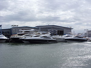 English: The Sunseeker boatyard on Poole Quay,...