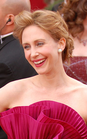English: Vera Farmiga is all smiles on the red...