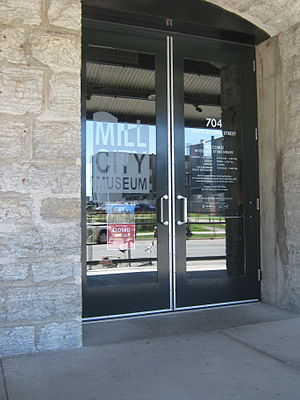 English: The front door of the Mill City Museu...