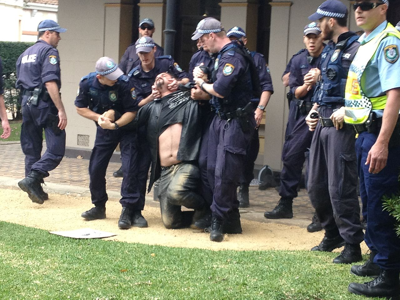 File Nsw Police Use Illegal Pain Hold On Activist At