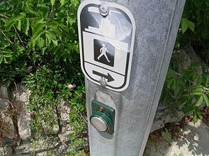 English: Crosswalk button.