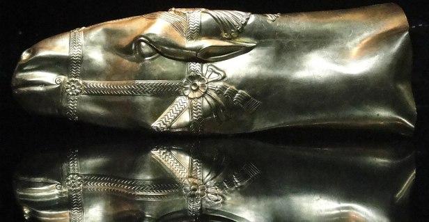 Golden head of horse rhyton - Sassanid Empire 6-7 AD