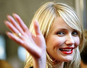 Cameron Diaz waving for the camera at the 2005...