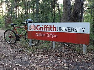 Français : Entrée du campus Nathan de l'univer...