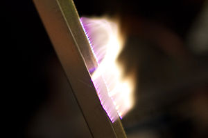 English: Close-up of a plasma between the two ...