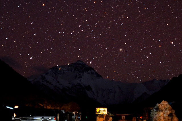 Photo - Starry night over Mount Everest - Matt Wier - http://bit.ly/u4halG