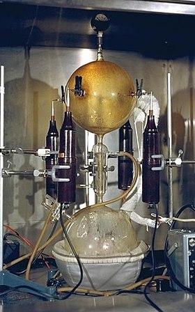 Instrumentos  originales empleados para llevar a cabo el experimento de Miller y Urey