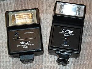 English: Comparison of Vivitar Model 2000 (lef...