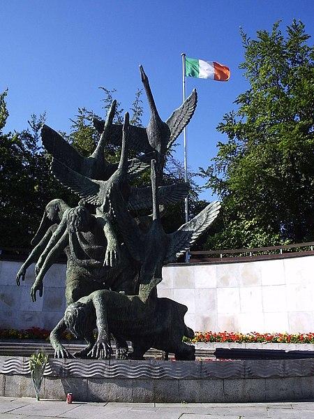 Los hijos de Lir (de Oisin Kelly), en el Garden of Remembrance de Dublin
