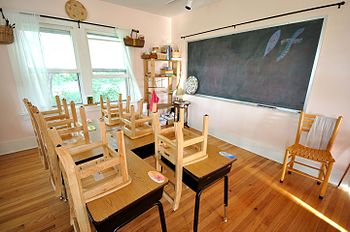 English: Empty Waldorf classroom.