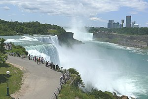 English: Niagara Falls, in front the American ...