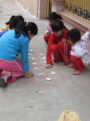 Vietnamese children playing - by ô ăn quan