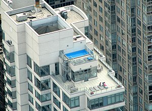 English: Rooftop pool in New York City. Photo ...