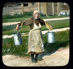 English: Saint Petersburg woman carrying bucke...