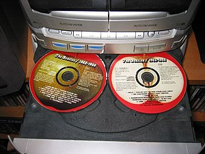 English: Compact Disc player carousel for thre...