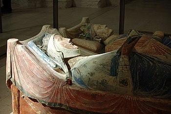 Les gisants d'Aliénor d'Aquitaine et Henri II ...