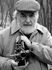 Osvaldo Bayer mit Filmkamera (Quelle: Wikipedia)