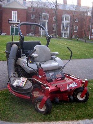 English: A riding mower on the campus of Harva...