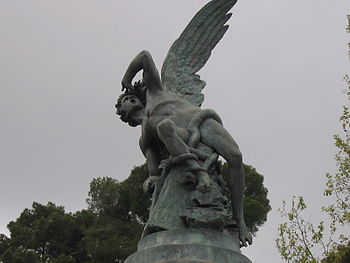 El Ángel Ca�do (1877, Parque del Retiro, Madrid), obra de Bellver inspirada en El para�so perdido de Milton.