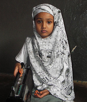 English: Najmo, an 8 year old Somali schoolgir...