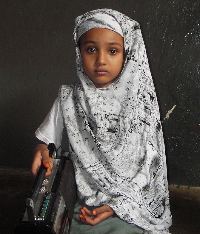 English: Najmo, an 8 year old Somali schoolgir...