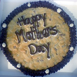 http://upload.wikimedia.org/wikipedia/commons/thumb/4/44/Mother's_Day_cake.jpg/300px-Mother's_Day_cake.jpg