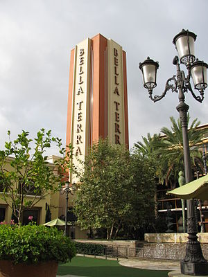 English: Bella Terra mall in Huntington Beach, CA.