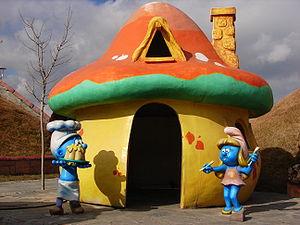 Golosone e Puffetta con la loro tipica casa-fungo