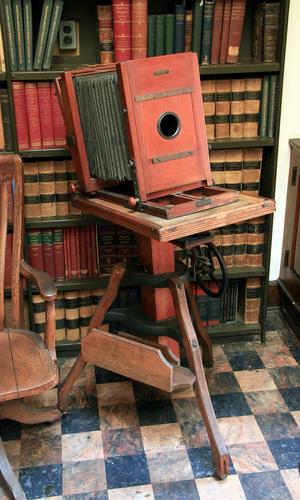 English: An antique Eastman Kodak camera in th...