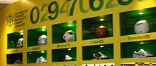 Bolas e chuteiras das copas vencidas pelo Brasil, loja da Nike, Londres