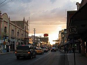 English: Ciudad Juárez at dusk looking west to...