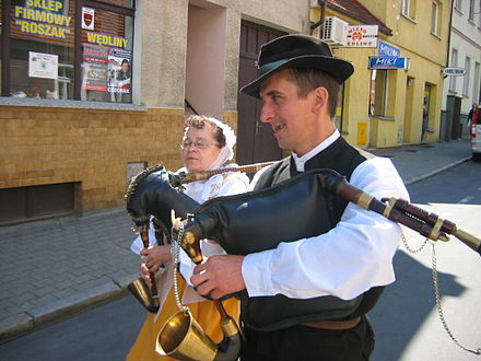 Dudy wielkopolskie (man) and Kozioł czarny (woman)