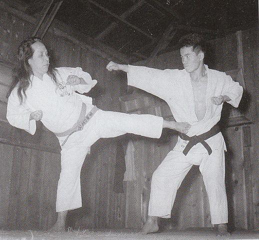 https://i2.wp.com/upload.wikimedia.org/wikipedia/commons/thumb/4/47/Gogen_and_Goshi.jpg/518px-Gogen_and_Goshi.jpg
