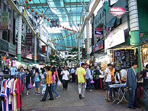 English: Rows of shop in Petaling Street