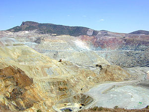 English: The Chino open-pit copper mine locate...