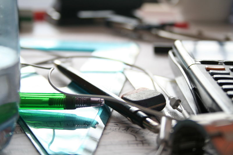 File:Items on a Wikipedian's office desk - 20060403.jpg