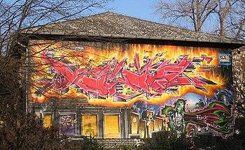 Graffiti sulla facciata di una casa di Berlino